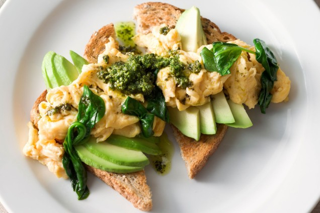 pesto-scrambled-eggs-with-spinach-avocado-89177-1